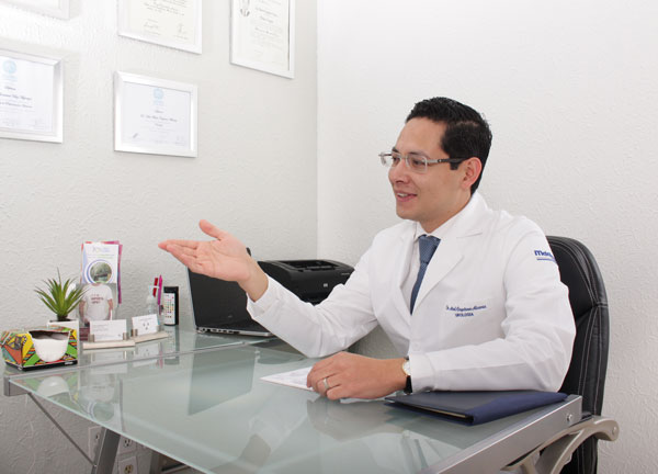Dr. Axel Cayetano